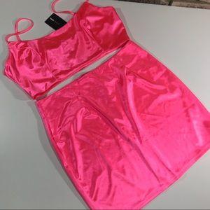 Fashion Nova top & skirt set size 1x NWT Neón pink